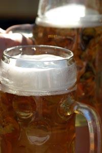 'Beergarden 1' von Armin Hanisch
